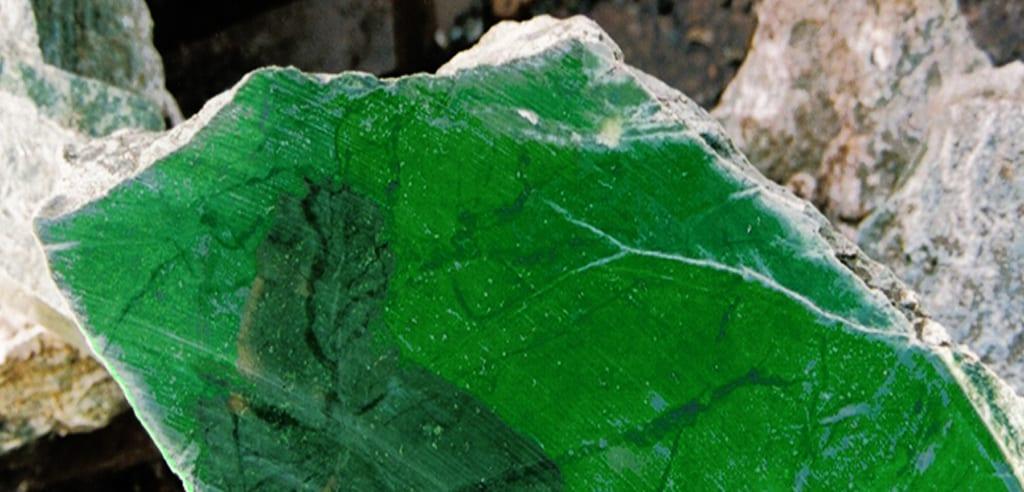 Significado de Jadeite?, História do jadeite, Onde é que a jadeite é extraída?, Estranhos objectos jadeite descobertos arqueólogos, Diferença entre Jade e Jadeite, Diferença entre Jadeite e Nefrite, As cores do Jadeite, Jadeite e uso em Jóias, Gemas similares a Jadeite, Imitações da Jadeite, Significado de Jadeite?, significadodaspedras.com