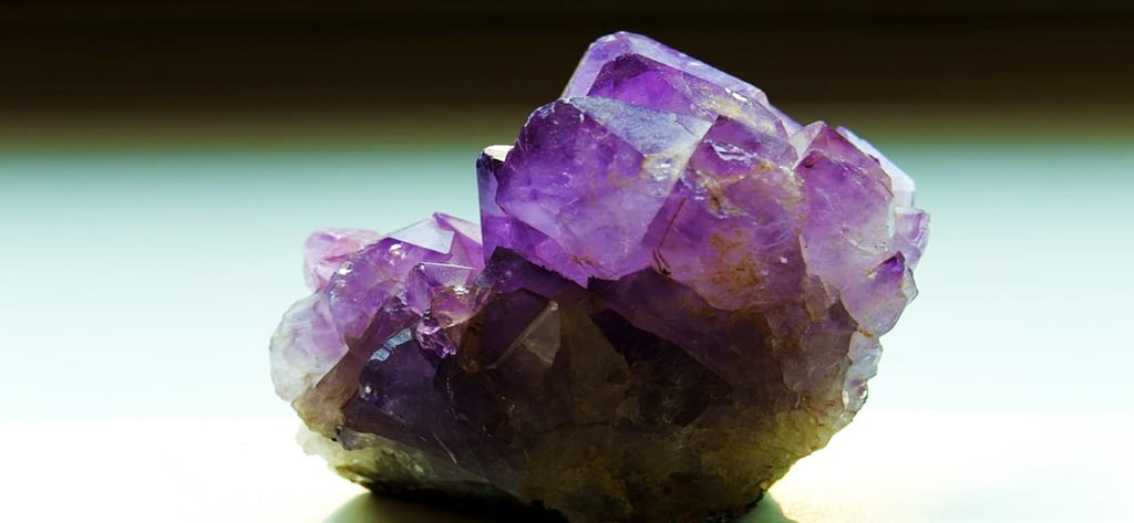 Cor e Significado da Ametista Pedra da Energia
