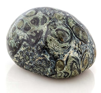 Jaspe Kambaba, jaspe tipo jaspe, propriedades de jaspe kambaba, pedra de crocodilo, jaspe kambaba, Jaspe kambaba chakras, significado das pedras, jóia de kambaba, pedra energética