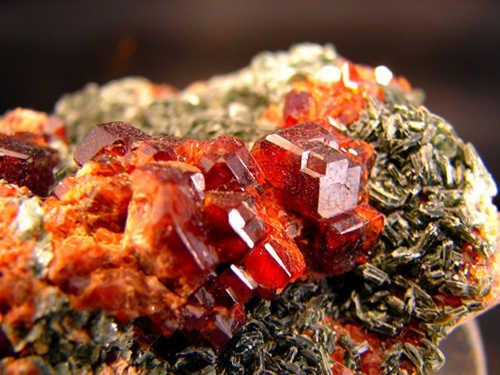 Piropo | Propriedades e Utilizações do Mineral